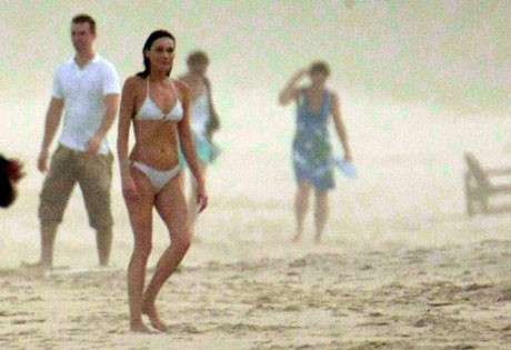 Carla Bruni plajda