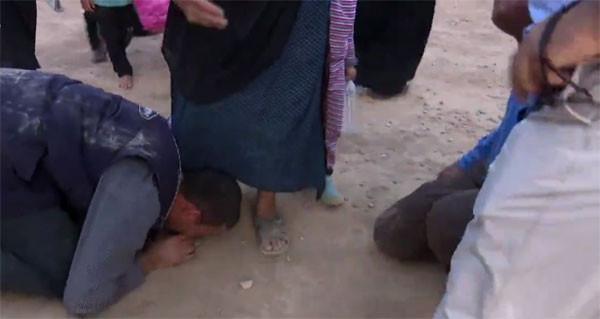 Musul'dan yürek yakan görüntüler ! Ayaklarını öptüler