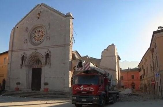 İtalya'da 6.5 büyüklüğünde deprem