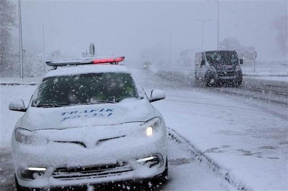 Kar yağışı yolları olumsuz etkiledi