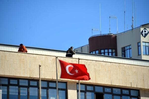 Diyarbakır'da kayyum göreve böyle başladı