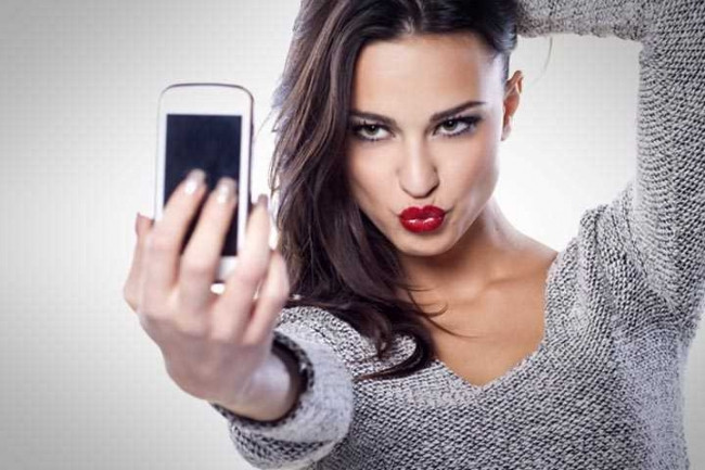 Selfie çekmek yaşlandırıyor