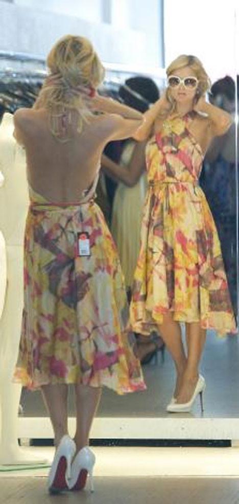 Paris Hilton alışverişte