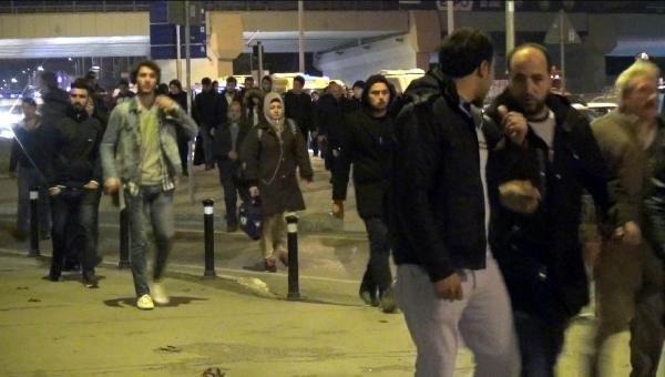 İstanbul'da gece karanlığında iş başı