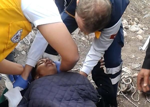 Kuyuya düşen kızı itfaiye kurtardı