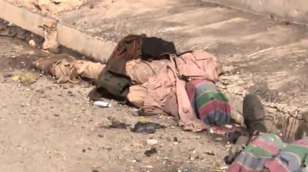 IŞİD'li teröristlerin cesetleri etrafa saçıldı
