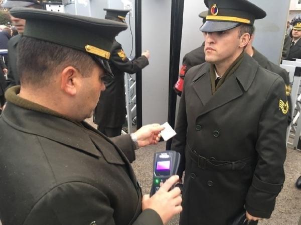 Anıtkabir'de askerler tek tek arandı