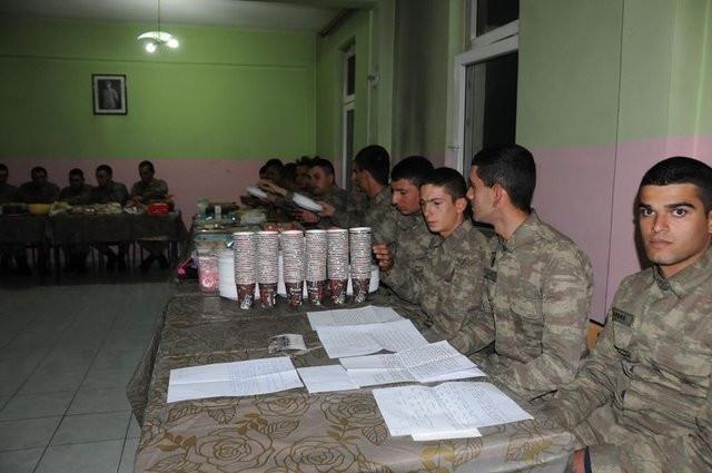 Hakkari'deki askerleri duygulandıran kargo