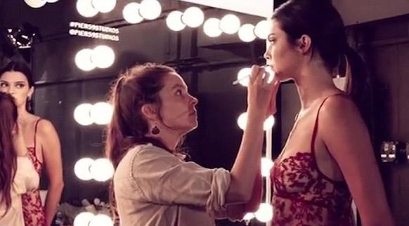 Kendall Jenner nefes kesti!