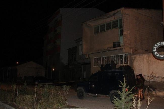 AK Parti ilçe binasına bombalı saldırı