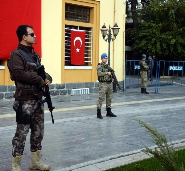 Atatürk'ün Diyarbakır'a gelişi törenle kutlandı