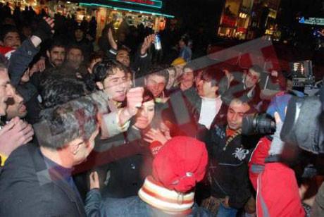 Yine yılbaşı, yine Taksim, yine taciz!
