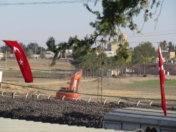 Suriye sınırlarına beton duvarlar örülüyor