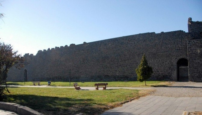 Diyarbakır Surları Çin Seddi'ni geride bıraktı