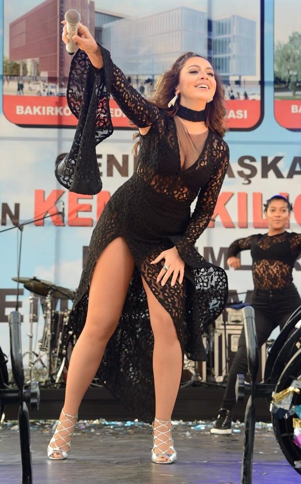 Hadise, Bakırköy'de konser verdi