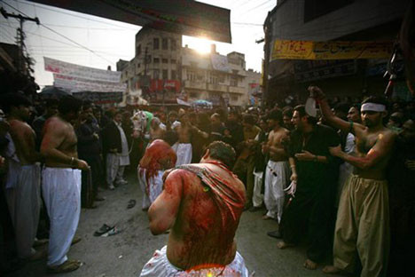 Pakistanda kanlı kerbela!