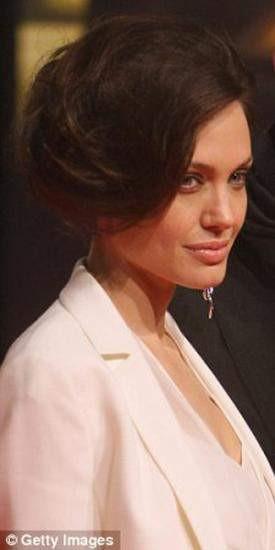 Angelina Jolienin yeni saç stili