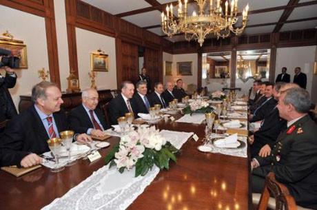 Abdullah Gül, hukukçularla toplandı