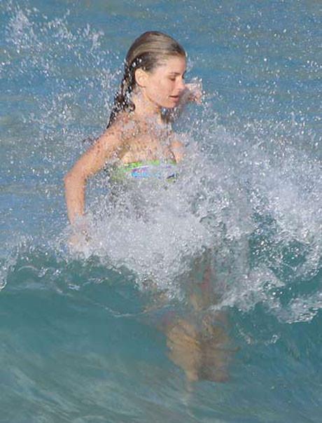 Marisa Millerin bikinisi düştü