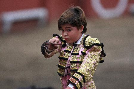 11lik matador tek dövüşte 6 boğa öldürdü