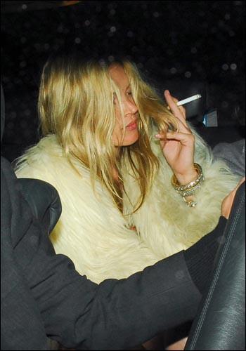 Kate Moss doğumgününde dağıttı