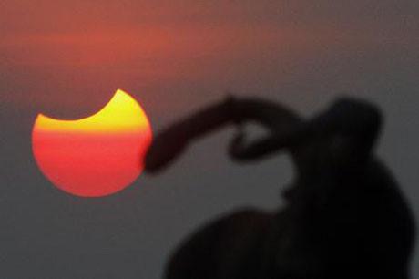 Güneş tutulmasından kareler