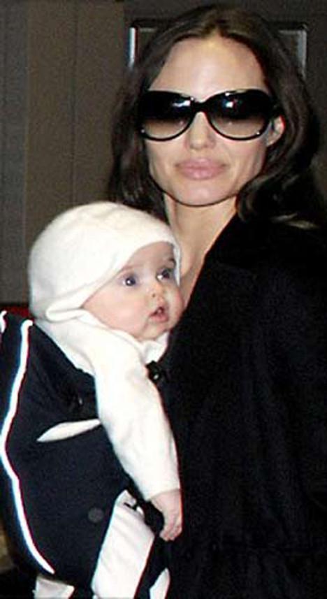 Angelina Jolienin ikizleri
