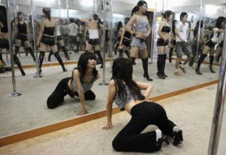 Striptizle zayıflıyorlar