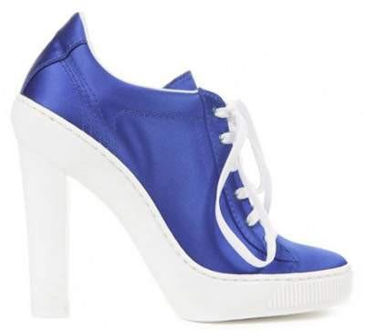 Bu da topuklu spor ayakkabı