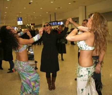 Hadiseyi dansözle karşıladılar