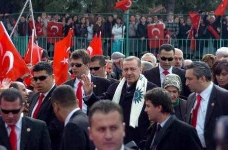 Erdoğan az kalsın düşüyordu!