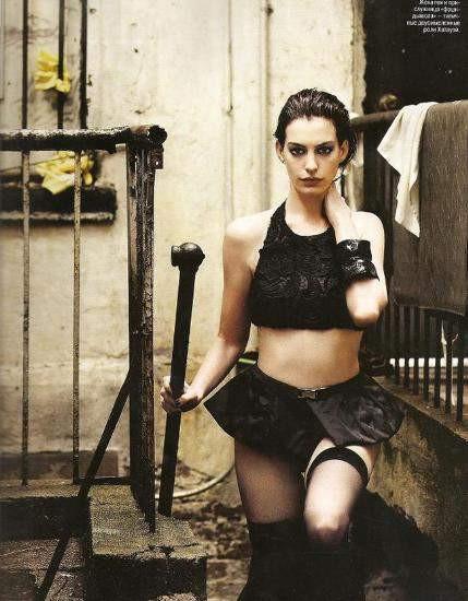 Anne Hathaway dişiliğini kanıtladı