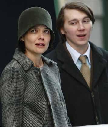 Katie Holmes neden ağlıyor?
