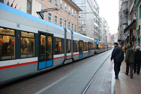 Aracı tramvay yoluna park edince...