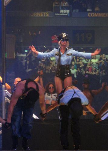 Britney şovlarıyla büyülüyor