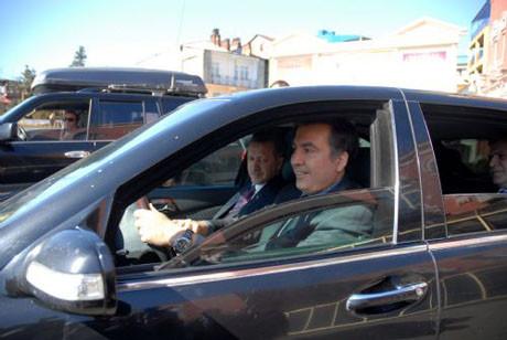 Erdoğanı arabayla götürdü