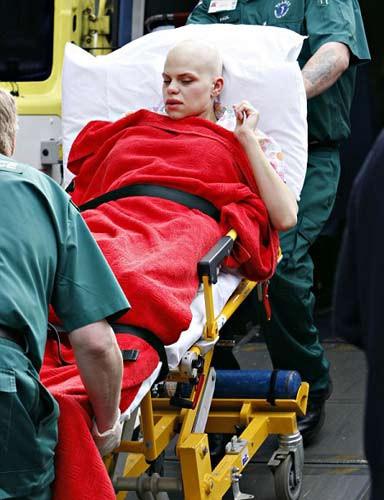 Jade Goody hastaneyi terk etti