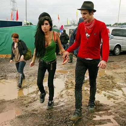 Ünlüler festivalde çamura bulandı !