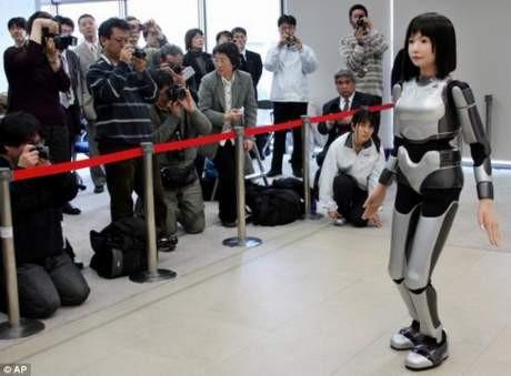 İşte robot manken Ucroa !