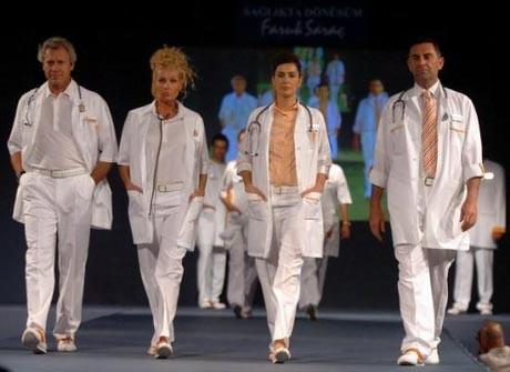 Faruk Saraçtan sağlık personeline yeni kıyafetler