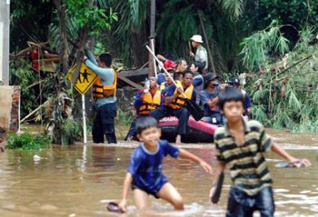 Endonezyada baraj çöktü !