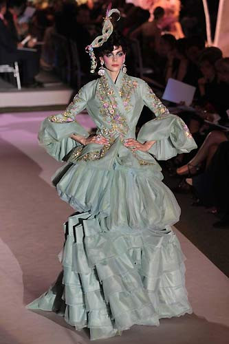 Christian Dior süpermodelleri tuval yaptı