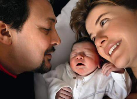 Şebnem Özinal bebeğiyle poz verdi