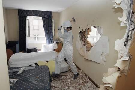 Stres atmak için otel odasını parçaladılar