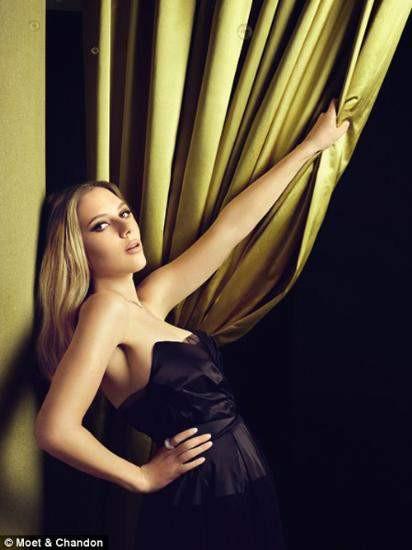 Scarlett Johansson tekrar sarışın