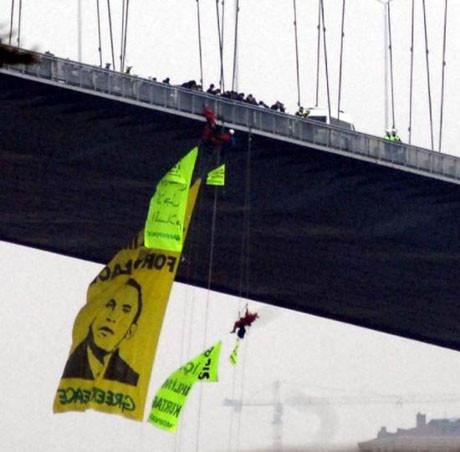 Obamaya posterli eylem !