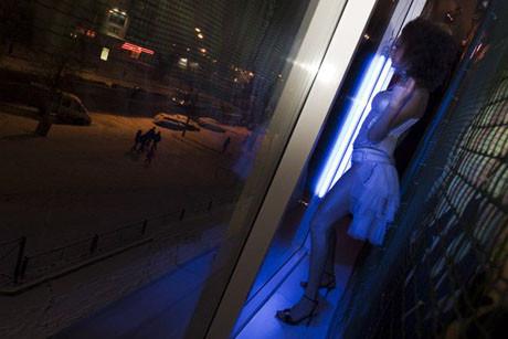 Banka vitrininde striptiz