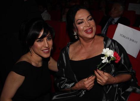 Ödül töreninde kızıyla karşılaştı
