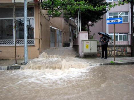 Antakyada sel hayatı felç etti