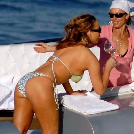 Mariah Carey bikinisiyle düşman çatlattı